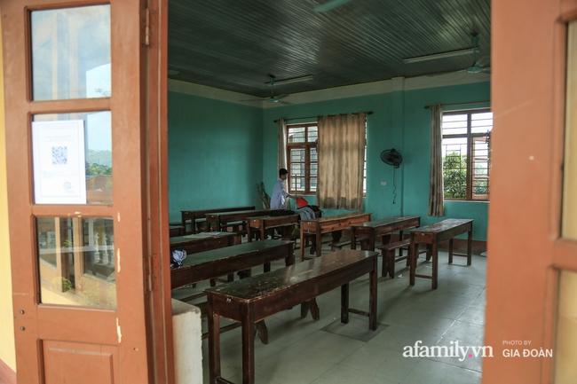 Thông tin mới nhất vụ thầy giáo tát, đạp học sinh trên bục giảng ở Bắc Giang: Trường quyết định chấm dứt hợp đồng với thầy - Ảnh 4.