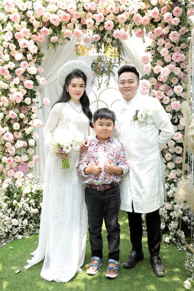 Con dâu bà Nguyễn Phương Hằng: Cựu sinh viên Hutech, nhan sắc thăng hạn giống mẹ chồng đến choáng!  - Ảnh 6.
