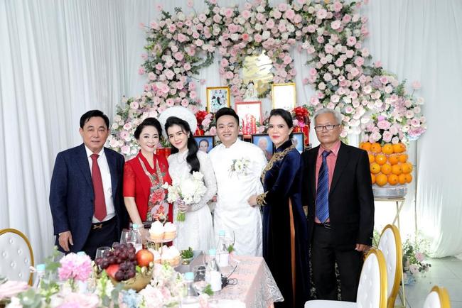 """Luôn tự nhận mình đẹp, doanh nhân Nguyễn Phương Hằng liệu có """"lép vế"""" khi đứng cạnh bà sui gia trong lễ đính hôn của con trai? - Ảnh 3."""