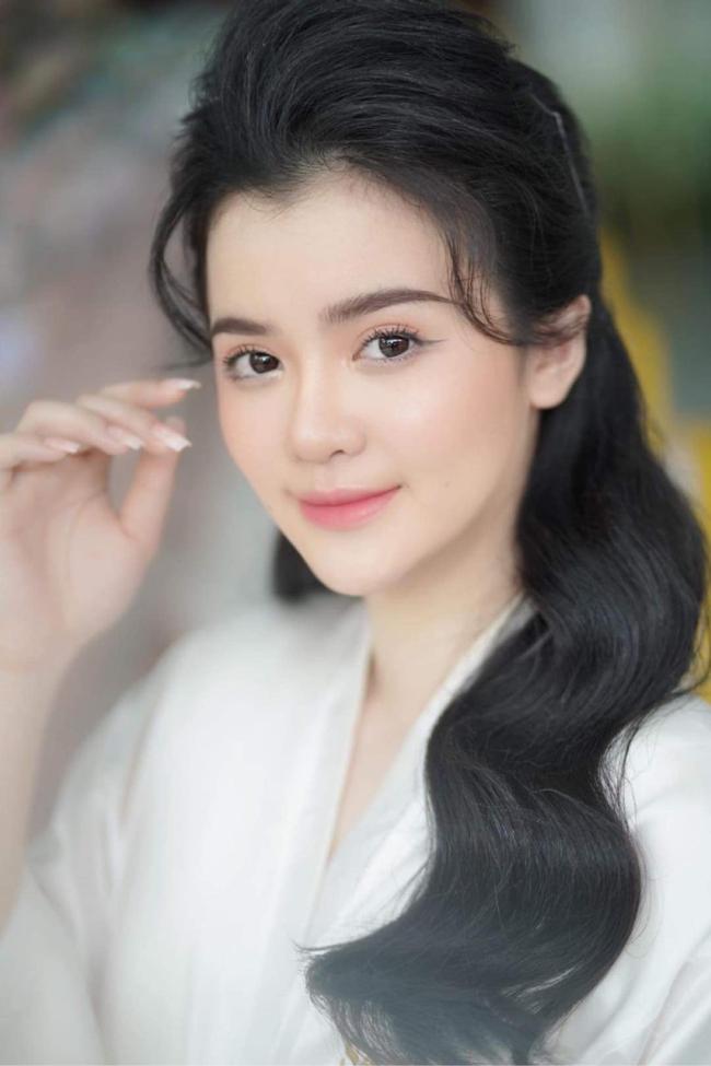 Con dâu bà Nguyễn Phương Hằng: Cựu sinh viên Hutech, nhan sắc thăng hạn giống mẹ chồng đến choáng!  - Ảnh 2.
