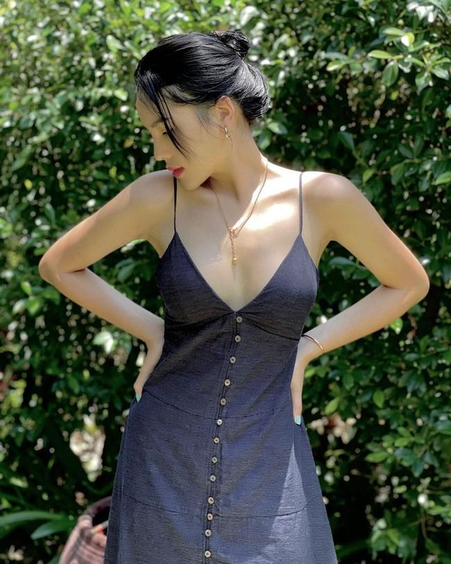 HH Kỳ Duyên mới đổi kiểu váy hai dây: Diện lên hình sống ảo xinh ngây ngất, nàng hậu còn tiết lộ luôn chỗ mua - Ảnh 2.