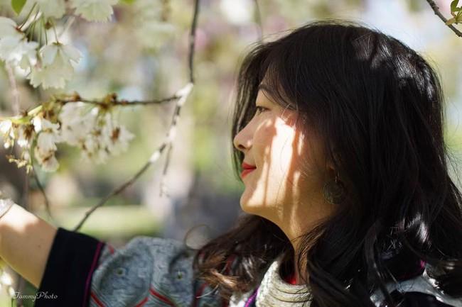 Mặc cùng bộ trang phục 16 năm về trước, cô gái H'Mông nói tiếng Anh như gió khiến ai nấy ngỡ ngàng với sự khác biệt ở hiện tại  - Ảnh 3.