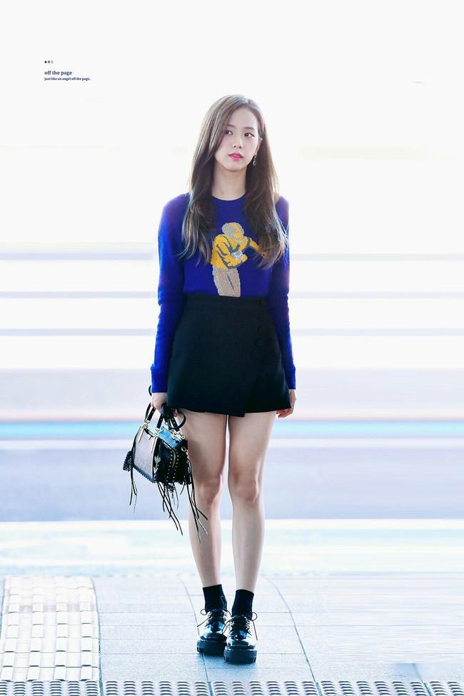"""Không phải chân váy dài, đây mới là kiểu chân váy Jisoo mặc suốt vì giúp """"ăn gian"""" cả chục phân chiều cao - Ảnh 7."""
