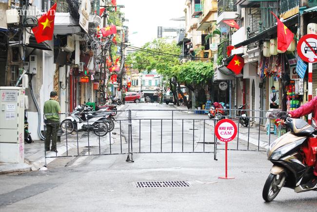 Chốt kiểm soát trên phố Đinh Liệt