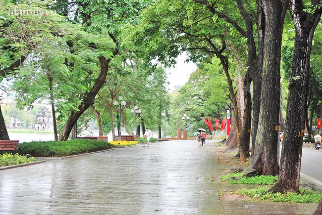 Phố đi bộ hồ Hoàn Kiếm vắng bóng người sau khi có lịch trình bệnh nhân