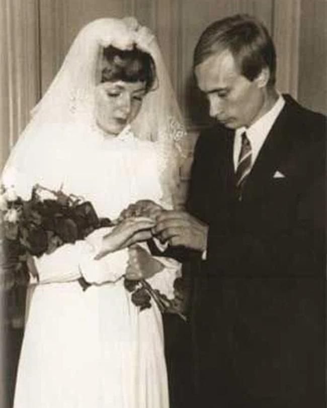 Từ vụ ly hôn của tỉ phú Bill Gates, nghĩ về đời làm vợ vĩ nhân - Ảnh 1.