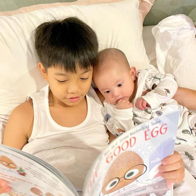 Vẻ mặt thích thú của con gái Hồ Ngọc Hà khi mỗi sáng đều được làm điều này - Ảnh 3.