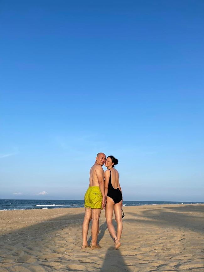 Cô Văn Thùy Dương thông báo sắp sang tuổi U60, tiện thể khoe dáng mướt mắt trong bộ bikini khiến hội gái trẻ xuýt xoa