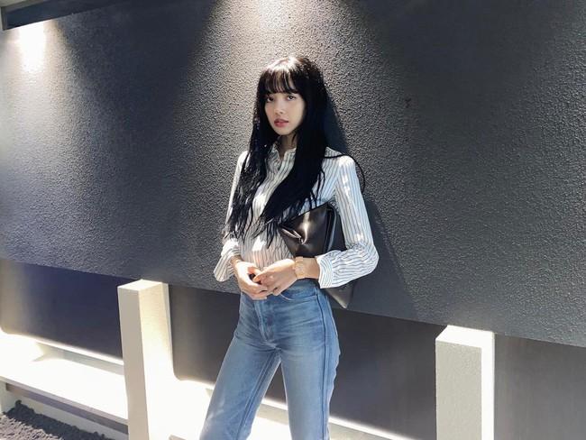 Học Lisa 13 cách diện quần jeans siêu cấp sành điệu, chị em sẽ không thể mặc xấu - Ảnh 7.