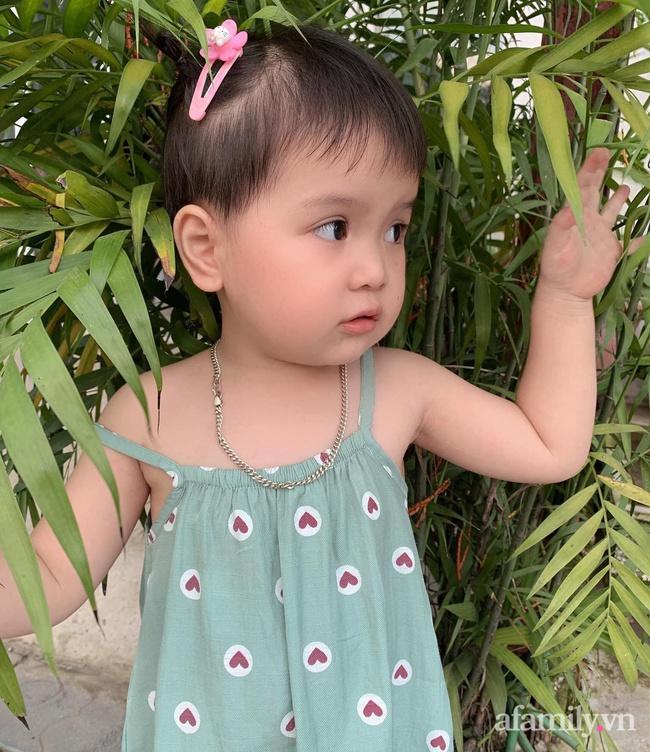 """Dân mạng """"ngất lịm"""" khi nhìn thấy thứ bé gái 3 tuổi đang cầm trên tay, ai nói """"đẻ con gái dịu dàng"""" phải xin rút vội - Ảnh 5."""