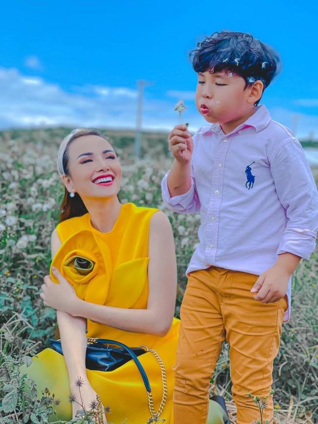 """Hoa hậu Diễm Hương được khen hết lời vì nuôi con cao lớn, điển trai, nhưng cô đã từng bị chồng nghĩ """"có vấn đề về thần kinh"""" vì chăm con kiểu lạ - Ảnh 2."""