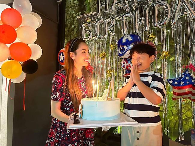 """Hoa hậu Diễm Hương được khen hết lời vì nuôi con cao lớn, điển trai, nhưng cô đã từng bị chồng nghĩ """"có vấn đề về thần kinh"""" vì chăm con kiểu lạ - Ảnh 4."""
