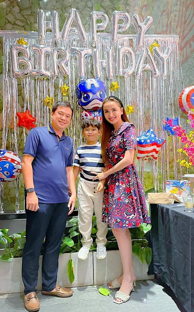 """Hoa hậu Diễm Hương được khen hết lời vì nuôi con cao lớn, điển trai, nhưng cô đã từng bị chồng nghĩ """"có vấn đề về thần kinh"""" vì chăm con kiểu lạ - Ảnh 6."""