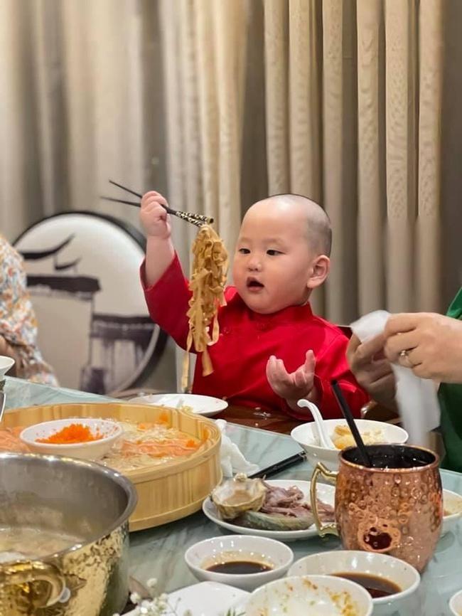 """""""Thánh hề"""" nhà Trà My Idol mới 2 tuổi đã nặng 19kg, tất cả bí quyết để sở hữu thân hình bụ bẫm gói gọn trong 1 sở thích - Ảnh 8."""
