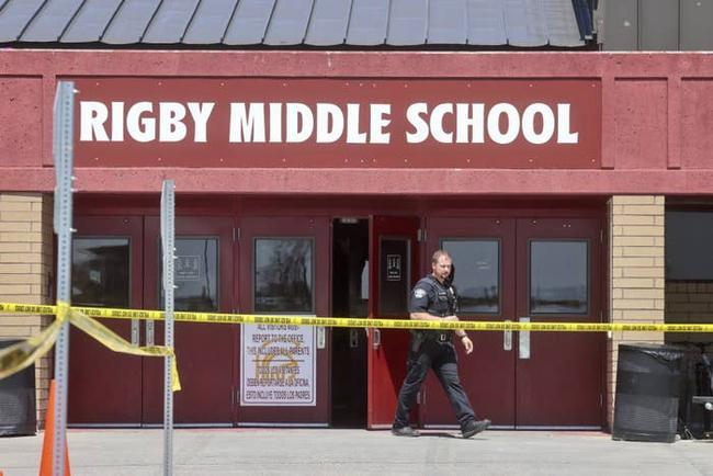 Chấn động: Nữ sinh lớp 6 xả súng ở trường học Mỹ, hiện trường ám ảnh, nhiều người bật khóc - Ảnh 1.