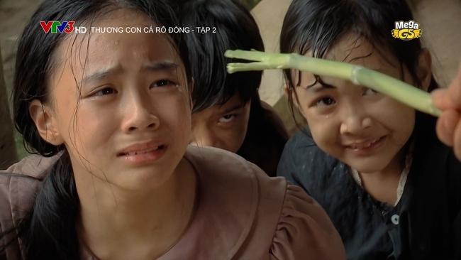 Hạnh Thúy gây bức xúc vì hành hạ cháu gái dã man trong phim VTV - Ảnh 4.