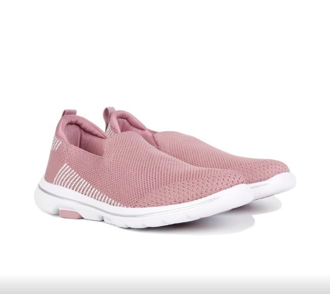 Gợi ý 10 đôi giày từ bệt đến cao gót đi cực êm chân: Món quà ý nghĩa nhân Ngày của mẹ, mẹ nào cũng phải tấm tắc khen con hiền, dâu thảo - Ảnh 19.