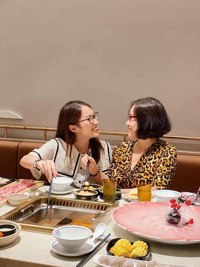 Khánh Vy chia sẻ bức ảnh về mẹ cùng câu chuyện sinh con ở tuổi 40 khiến nhiều người xúc động - Ảnh 3.