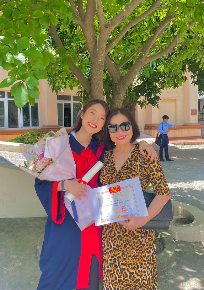 Khánh Vy chia sẻ bức ảnh về mẹ cùng câu chuyện sinh con ở tuổi 40 khiến nhiều người xúc động - Ảnh 2.