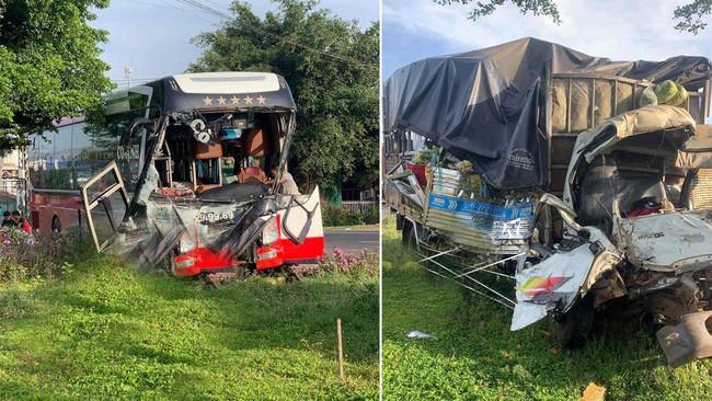 Hiện trường kinh hoàng vụ xe khách đấu đầu xe tải khiến vợ chết, chồng và con bị thương nặng - Ảnh 3.