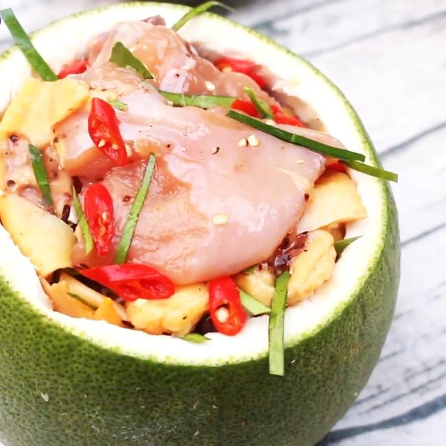 """90% chị em chưa biết: Thịt gà hấp cùng loại quả này sẽ tạo ra món ăn ngon """"thần sầu"""", ăn xong ai cũng muốn rước luôn người nấu về nhà! - Ảnh 7."""