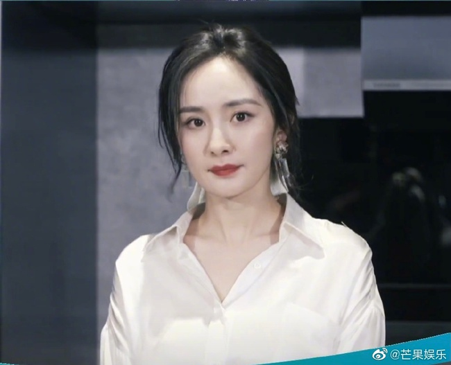 Bị chê lão hóa, Dương Mịch khiến mọi người bất ngờ vì loạt ảnh chưa chỉnh sửa mới - Ảnh 2.