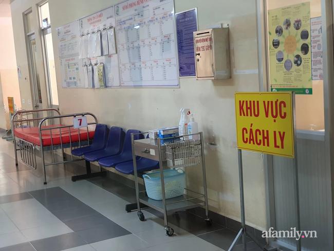 """TP.HCM thông tin tình trạng sức khỏe bệnh nhân 22 tuổi nhiễm COVID-19 """"bị đồn"""" tử vong, cha và anh trai cũng dương tính SARS-CoV-2 - Ảnh 1."""
