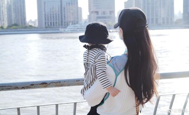 Nhân ngày Quốc tế Thiếu nhi, Đường Yên lần đầu cho con gái lên sóng - Ảnh 2.