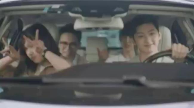 Lộ clip Triệu Lộ Tư ra mắt gia đình chồng, phản ứng sau đó với hội bạn thân gây chú ý - Ảnh 6.