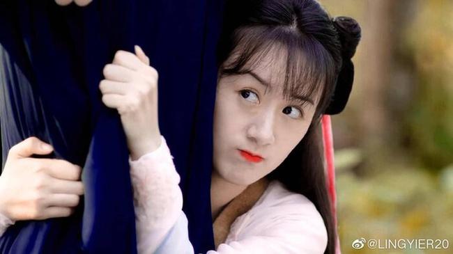 Viên Băng Nghiên xoay váy lộ góc nghiêng, xinh đẹp thế nào mà fan tức giận trách móc ekip Lưu ly mỹ nhân sát - Ảnh 5.