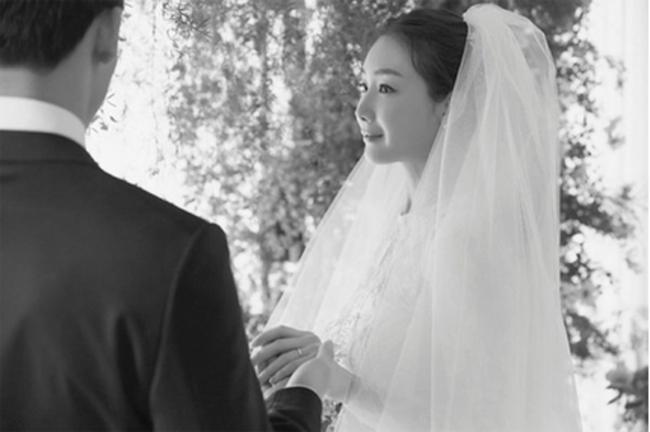 """""""Nữ hoàng nước mắt"""" Choi Ji Woo: Nhiều năm lận đận đường tình duyên, đang ổn định với hôn nhân ở tuổi U50 lại bất ngờ bị """"bóc"""" đời tư thác loạn - Ảnh 10."""
