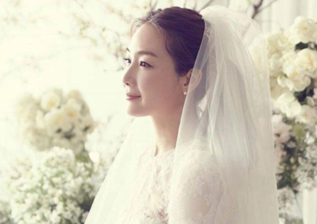 """""""Nữ hoàng nước mắt"""" Choi Ji Woo: Nhiều năm lận đận đường tình duyên, đang ổn định với hôn nhân ở tuổi U50 lại bất ngờ bị """"bóc"""" đời tư thác loạn - Ảnh 11."""