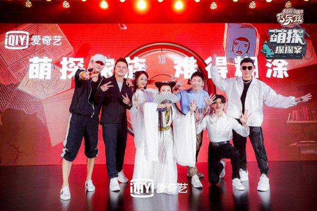 Dương Tử đi họp báo, mặc váy trắng gợi nhắc Cẩm Mịch ở Hương mật tựa khói sương, người bé xíu gây chú ý - Ảnh 1.