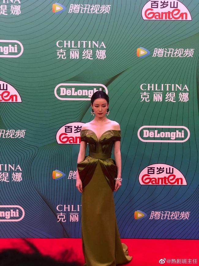 """""""Bóc trần"""" nhan sắc thật của dàn mỹ nhân Hoa ngữ tại lễ bế mạc giải thưởng đình đám Cbiz hôm nay - Ảnh 2."""
