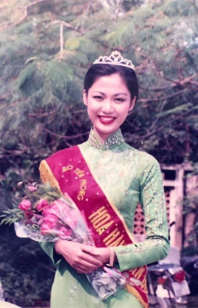 Những hình ảnh đẹp của Hoa hậu Thu Thuỷ thời sinh viên, tiết lộ của cô giáo cũ khiến ai cũng xót xa cho một đoá hoa tươi thắm - Ảnh 2.