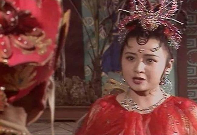 Nhện tinh của Tây du ký 1986: Từng là sinh viên trường Y danh giá, ngã rẽ cuộc đời khiến cô trở thành nhân vật máu mặt của showbiz - Ảnh 1.