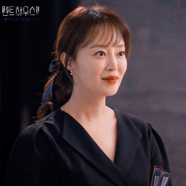 """Cuộc chiến thượng lưu 3 tập 2: Oh Yoon Hee chạm trán với """"cánh tay phải"""" của Logan Lee, fan sốc nhất là ở chi tiết này  - Ảnh 3."""