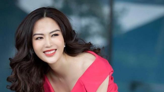 Những hình ảnh đẹp của Hoa hậu Thu Thuỷ thời sinh viên, tiết lộ của cô giáo cũ khiến ai cũng xót xa cho một đoá hoa tươi thắm - Ảnh 1.