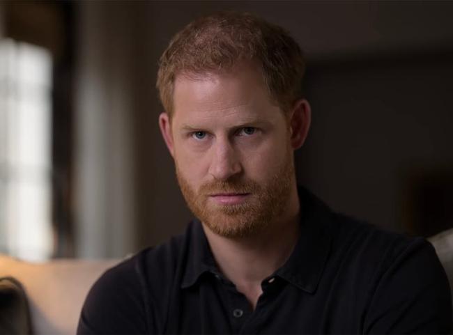 Nữ hoàng Anh có hành động đặc biệt nhân kỷ niệm lần thứ 100 của Hoàng tế Philip khiến Harry phải xấu hổ khi bị bóc trần bản chất thật - Ảnh 4.