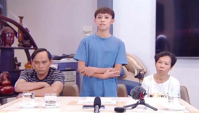 NÓNG: Hồ Văn Cường quay clip khoanh tay cúi đầu xin lỗi, khẳng định bị dụ dỗ - Ảnh 1.