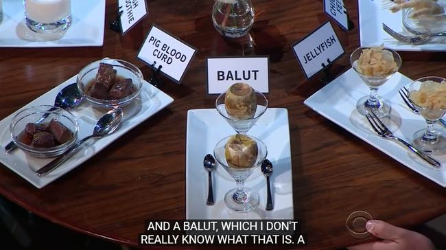 Nam MC đình đám thế giới bị 10 nghìn người phản đối làm chương trình vì chế giễu trứng vịt lộn, chân gà của châu Á là... kinh tởm - Ảnh 3.