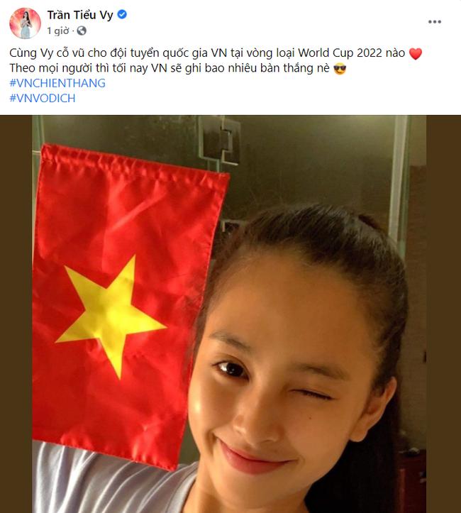 Sao Việt nô nức cổ vũ đội tuyển Việt Nam: Nhà ai cũng khoe cờ đỏ sao vàng rực rỡ, con gái Đông Nhi cực phấn khích - Ảnh 4.