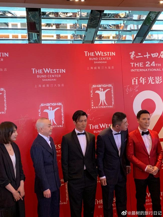 Thảm đỏ LHP Quốc tế Thượng Hải: Quang Hiểu Đông khoe vòng eo siêu thon, Tạ Đình Phong điển trai chuẩn tài tử ở tuổi 40 - Ảnh 9.