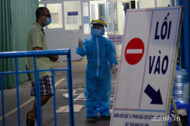 Bệnh viện Nhi Đồng 1 cách ly toàn bộ khu chuyên sâu Sơ sinh sau khi phát hiện bảo mẫu dương tính SARS-CoV-2 - Ảnh 3.