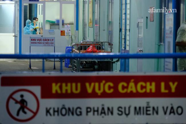 TP.HCM: Thêm 2 nhân viên tại Bệnh viện quận Tân Phú dương tính SARS-CoV-2, 11 người bệnh COVID-19 đang rất nặng - Ảnh 1.