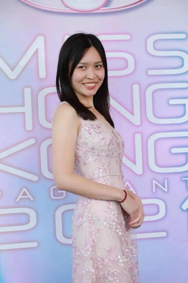"""Cuộc thi Hoa hậu Hong Kong 2021: Dàn thí sinh dự thi khiến cộng đồng mạng choáng váng vì nhan sắc """"khó đỡ"""" - Ảnh 10."""