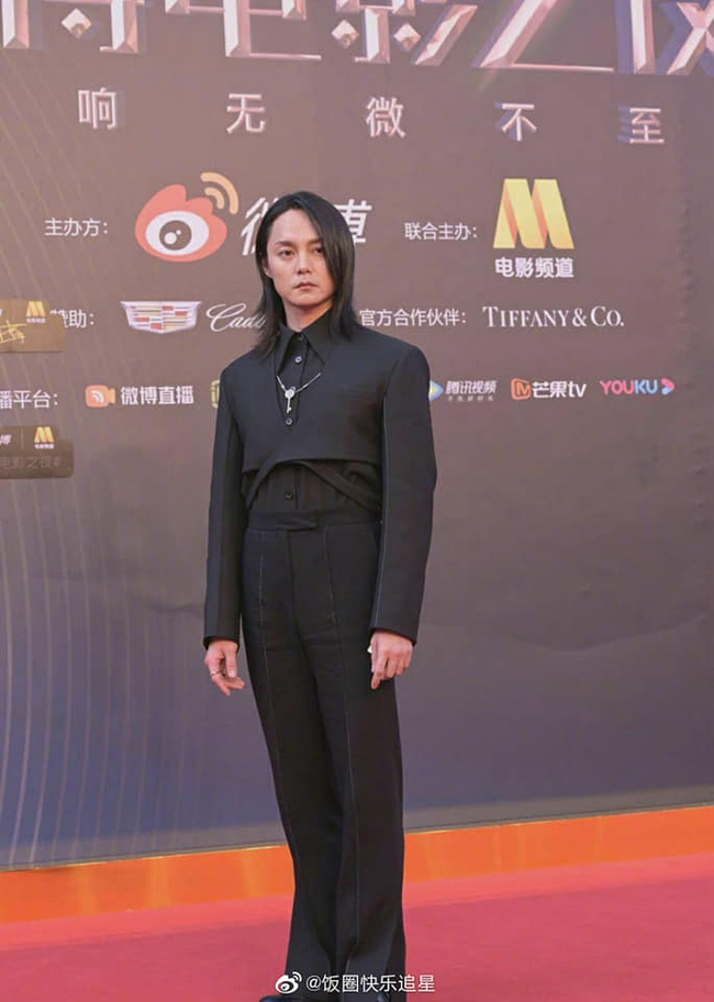 """Sự kiện Đêm điện ảnh Weibo: Con trai """"Điêu Thuyền đẹp nhất màn ảnh"""" gây sốt nhờ ngoại hình nổi bật, Cảnh Điềm lộ dấu hiệu lão hóa - Ảnh 16."""