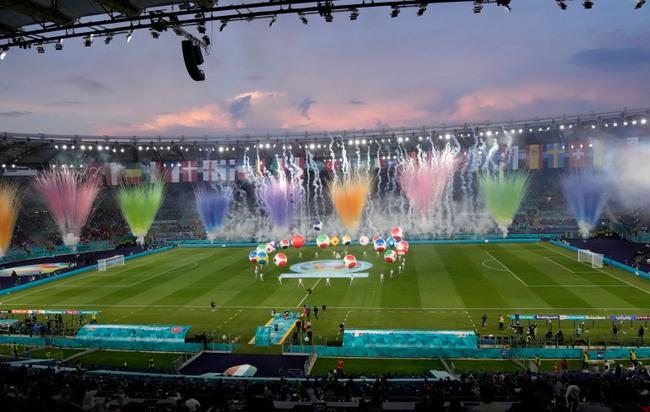 Mãn nhãn với Lễ khai mạc Euro 2020: Bữa tiệc màu sắc đầy ấn tượng mang nhiều thông điệp ý nghĩa - Ảnh 5.
