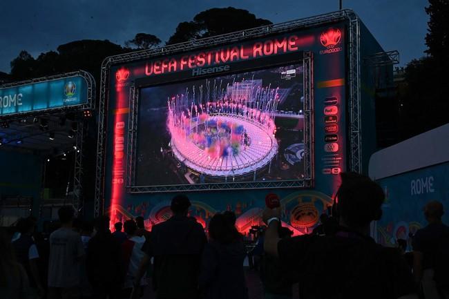 Mãn nhãn với Lễ khai mạc Euro 2020: Bữa tiệc màu sắc đầy ấn tượng mang nhiều thông điệp ý nghĩa - Ảnh 11.