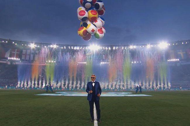 Mãn nhãn với Lễ khai mạc Euro 2020: Bữa tiệc màu sắc đầy ấn tượng mang nhiều thông điệp ý nghĩa - Ảnh 13.